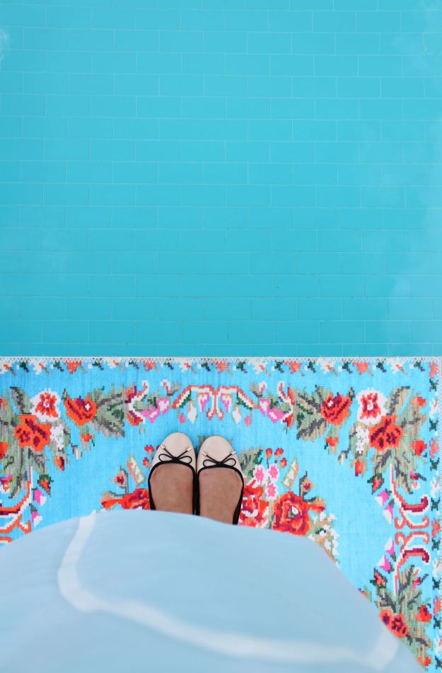 Rozenkelim-rose-bath-mat-photo-by-Little-Big-Bell
