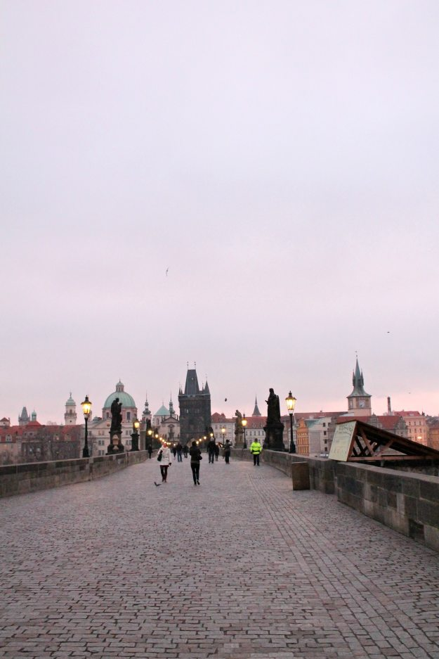 Charles-bridge-at-sunrise-Prague-photo-by-Little-Big-Bell