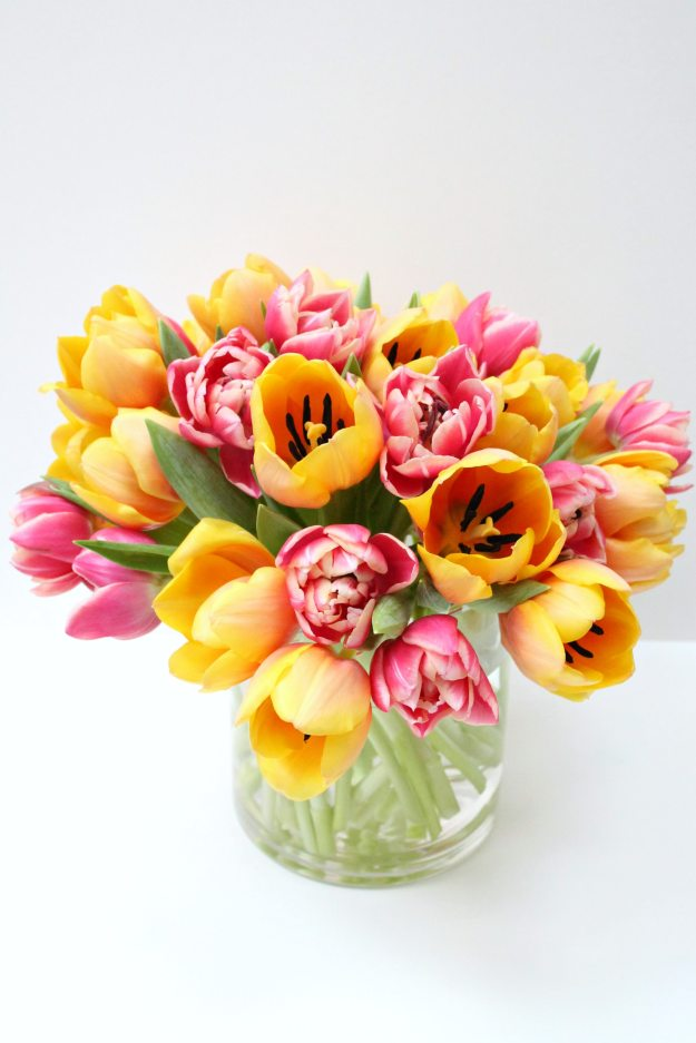 Colourful-Tulips-arrangement-photo-by-Little-Big-Bell