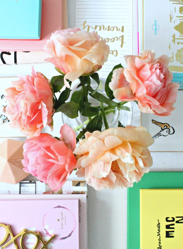 Coral-Sunset-peonies-on-coffee-table-photo-by-Little-Big-Bell