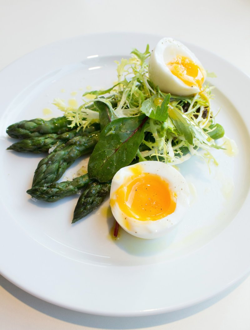 Albion-Clerkenwell-Asparagus-and-egg-salad-photo-by-Geraldine-Tan-of-blog-Little-Big-Bell-
