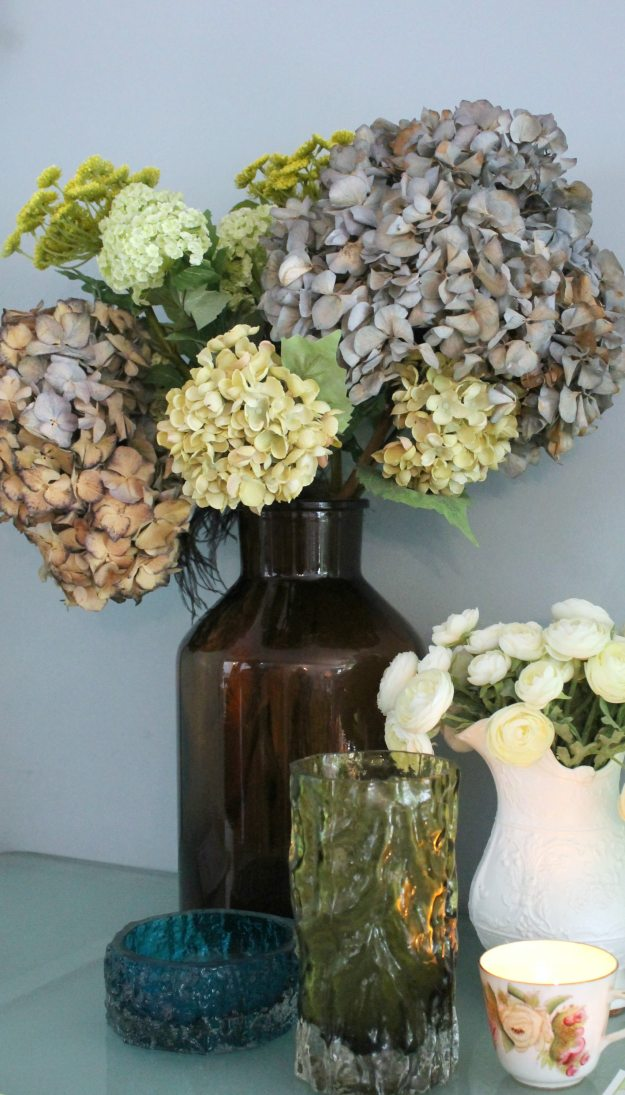 dried-hydrangeas-photo-by-Little-Big-Bell
