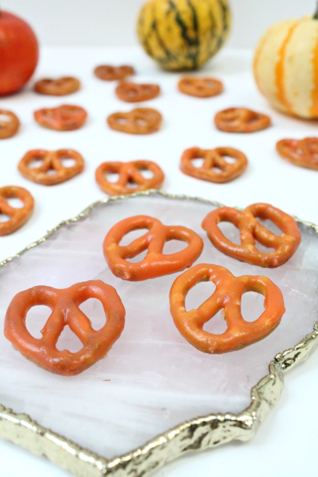 chocolate-pretzels-for-halloween-party-photo-by-geraldine-tan-little-big-bell