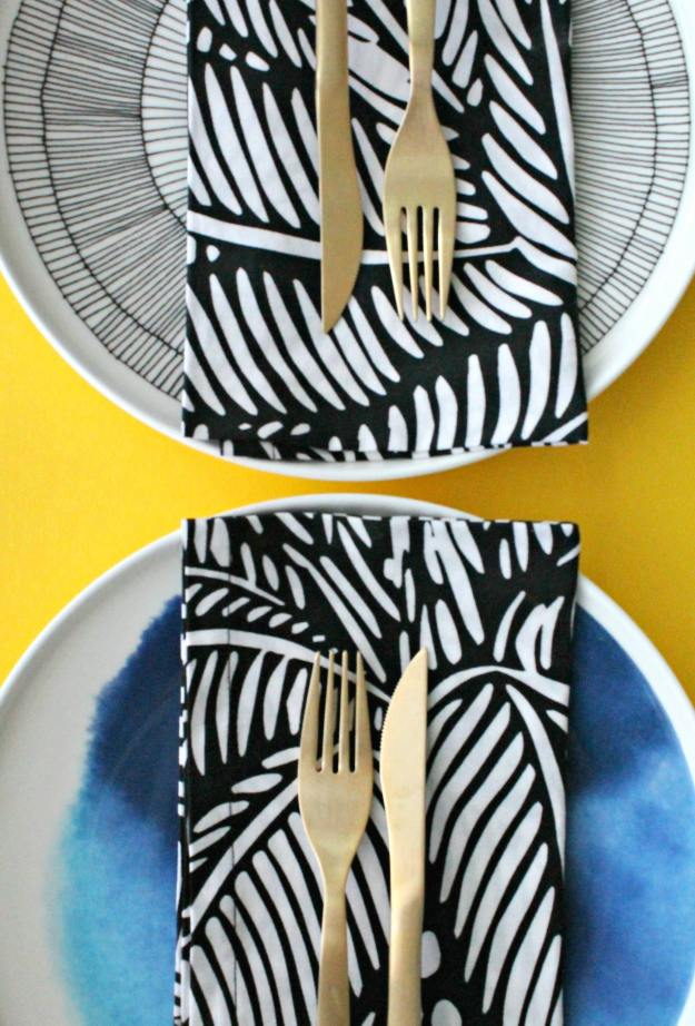 mix-and-match-patterns-table-setting-little-big-bell