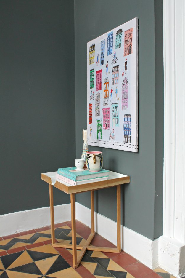 littlebigbell hang a canvas on a wall without hammer and nails. Black Bedroom Furniture Sets. Home Design Ideas