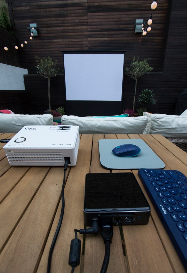 Outdoor cinema Intel NUC