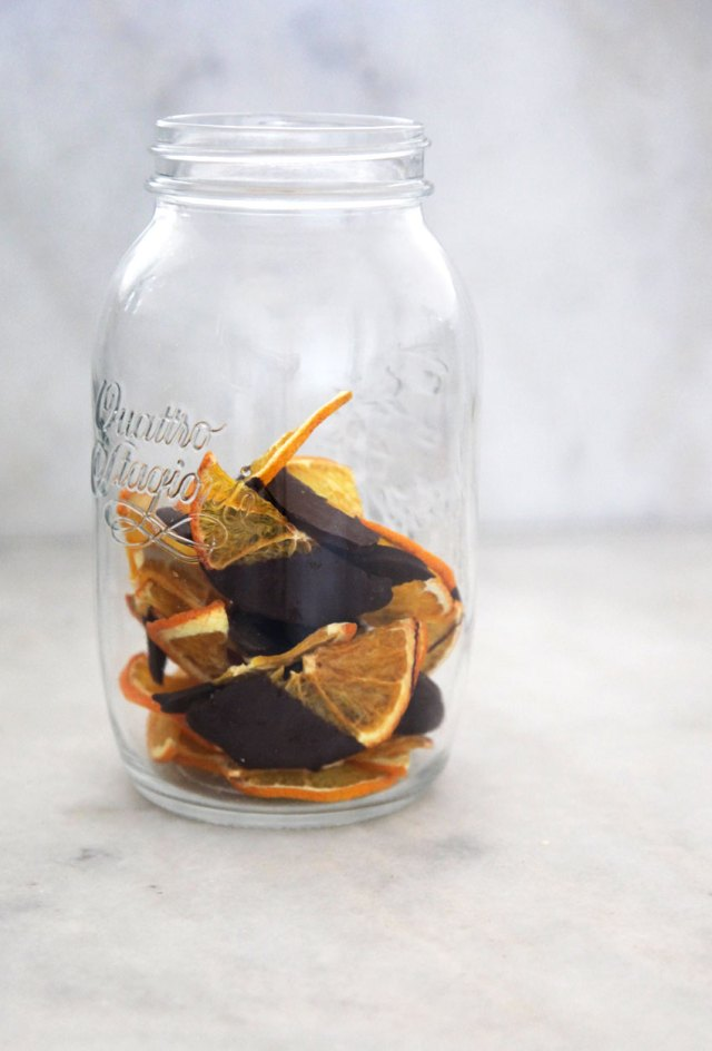 chocolate-dipped-dehydrated-orange