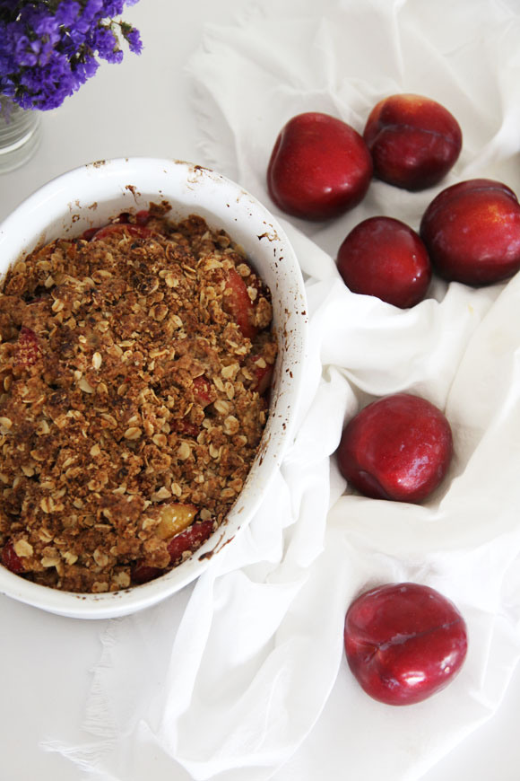 plum breakfast crumble