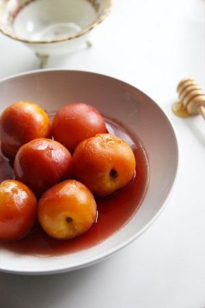 Poached nectarines in honey in black pepper