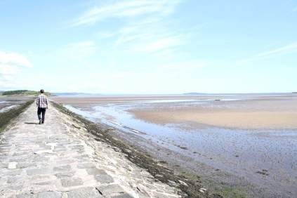 Walking to Cramond Island