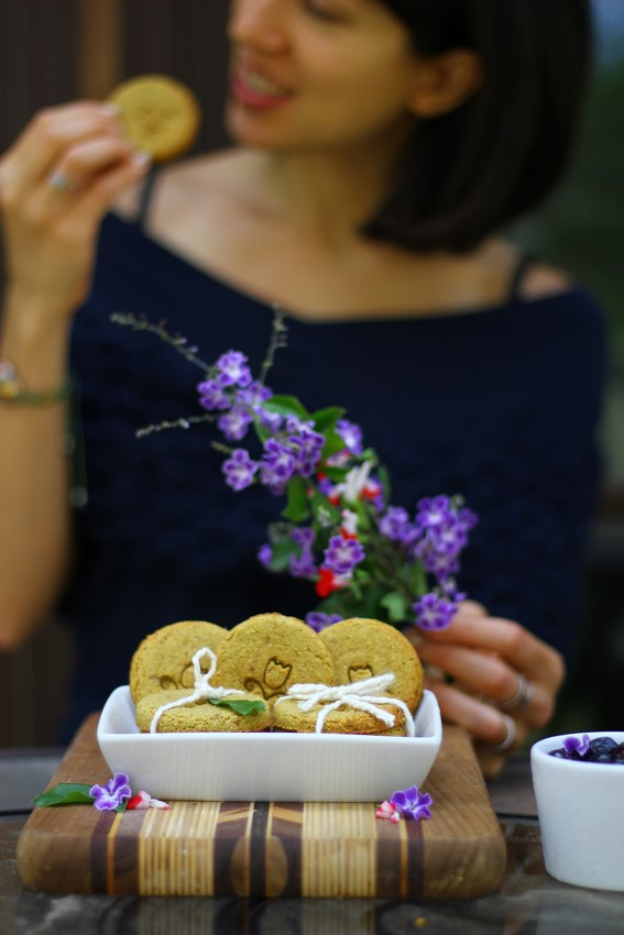 Ambra with Digestive Cookies