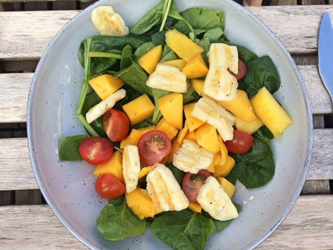 Halloumi salade met mango