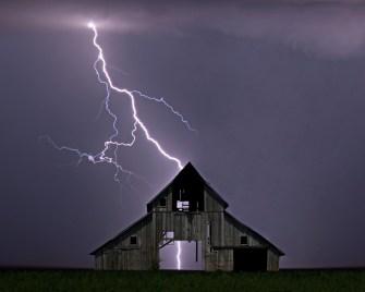 survive-lightning