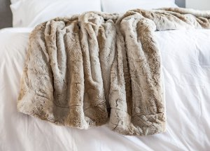 Super soft bedroom throw http://amzn.to/2ynAWgl