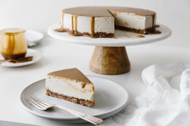 Downshiftology vegan-caramel-cheesecake and littleblackdomicile