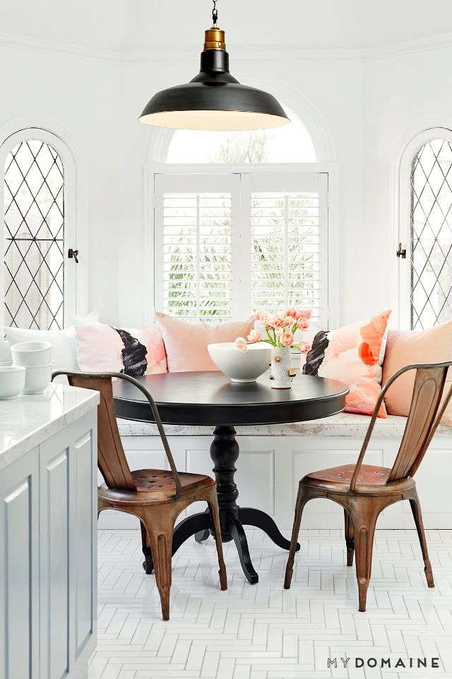 Sunday Spy-Littleblackdomicile-Breakfast Nook-my domaine-home-tour-nina-dobrevs-bright-california-cool-bungalow