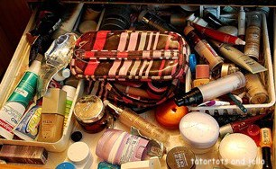 tatertotsandjello-messy-make up-drawer