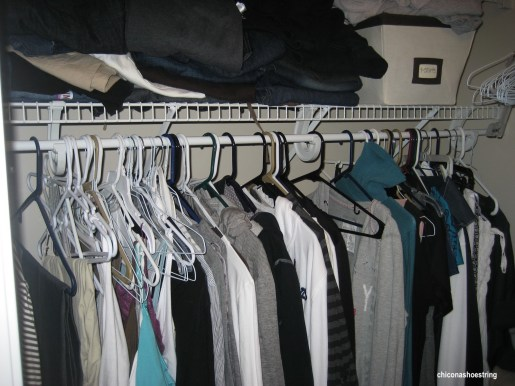 chiconashoestring-messy-closet-mixed-wire-plastic-hangers