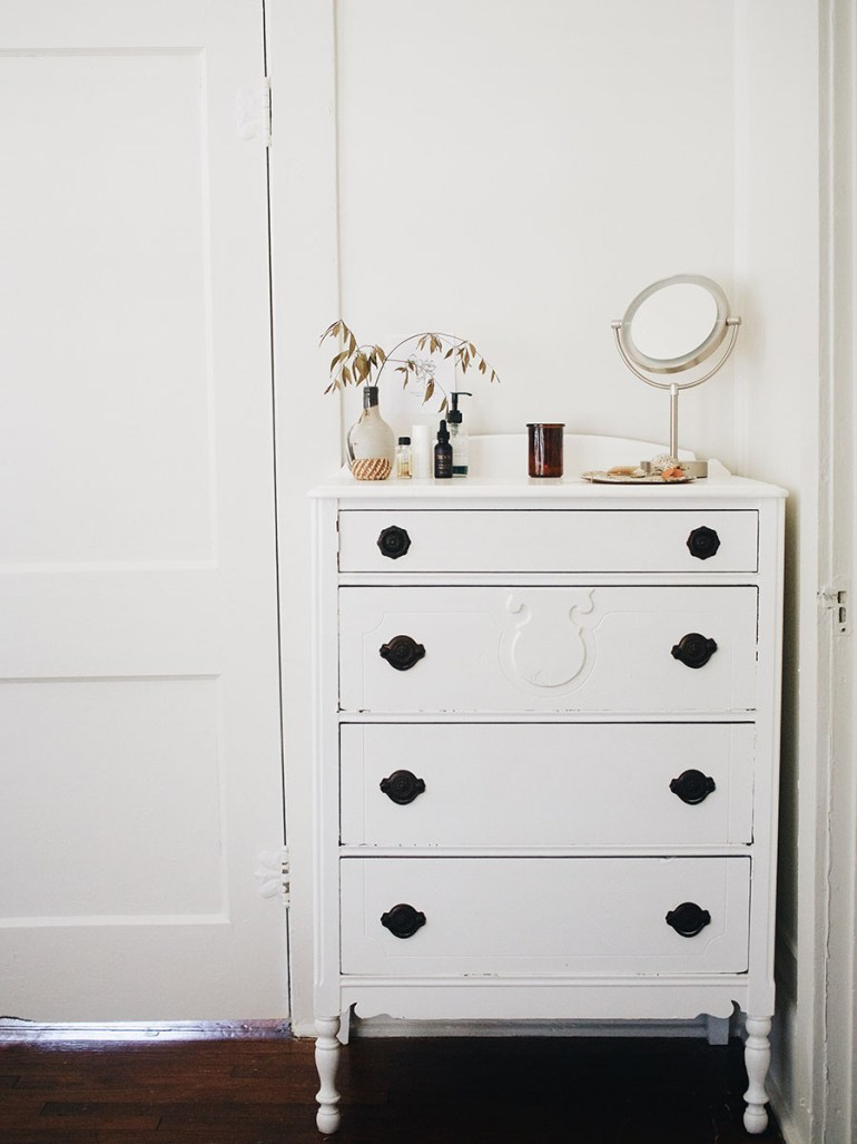 un-fancy blog-minimal-makeup-corner-chest