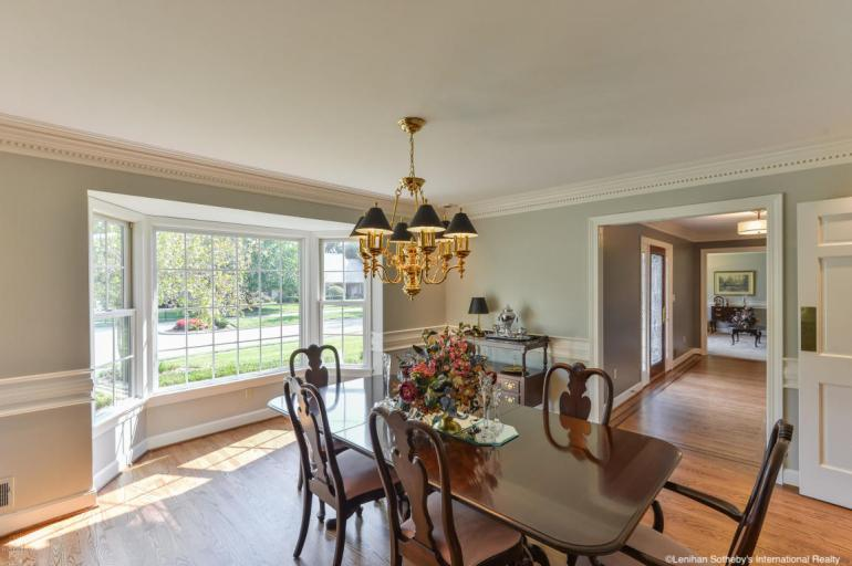 laurelbledsoedesign-design-to-sell-dining-room-statement-lighting