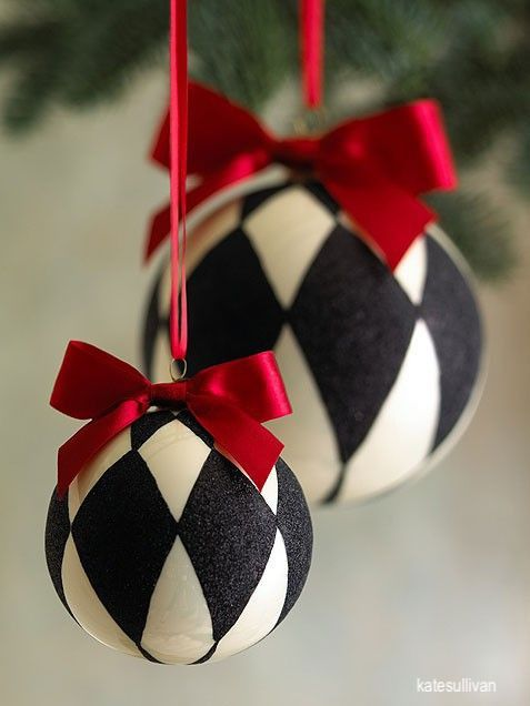 katesullivan-black-white-harlequin- chirstmas-oranments-red-ribbons