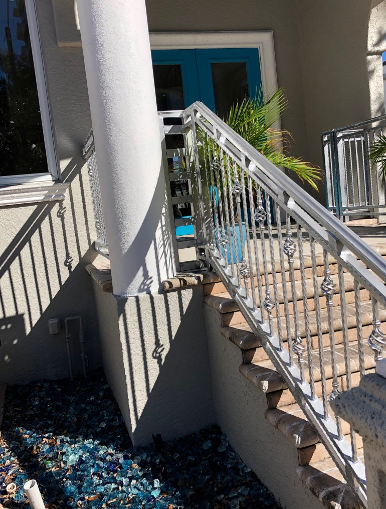 burns-court-sarasota-architecture-blue doors-glass pebbles-landscape-design