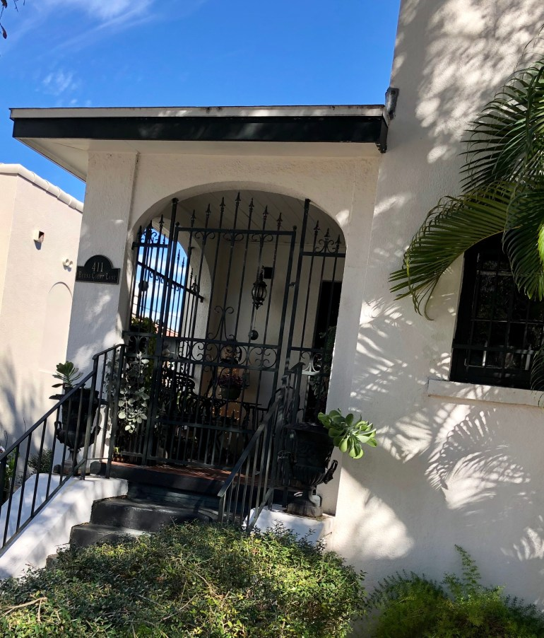 burns-court-sarasota-architecture-porches-palm trees