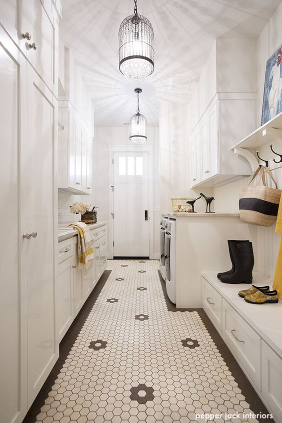 pepperjackinteriors-laundry-mudroom-blackandwhite-tile-statement-lighting
