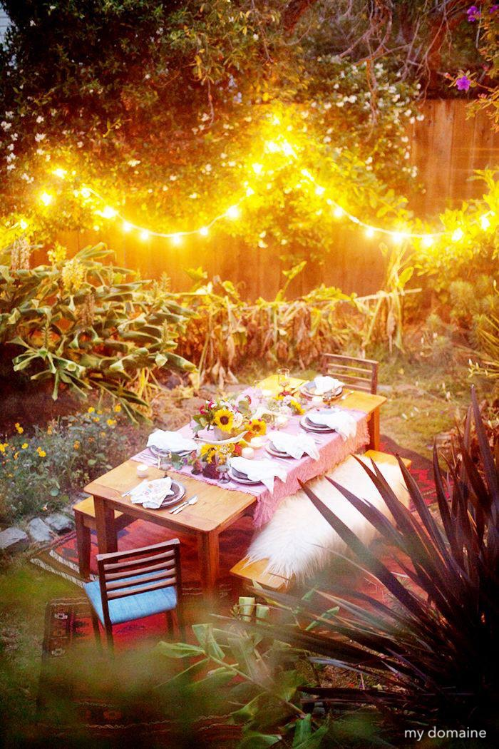 mydomaine-outdoor-dining-stringoflights-alfresco-sunflowers