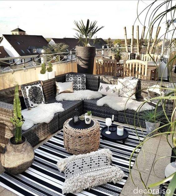 decoraiso-black-white-outdoor-patio-littleblackdomicile