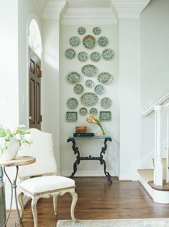 pinterest-foyer-plates-on-wall-green-decor