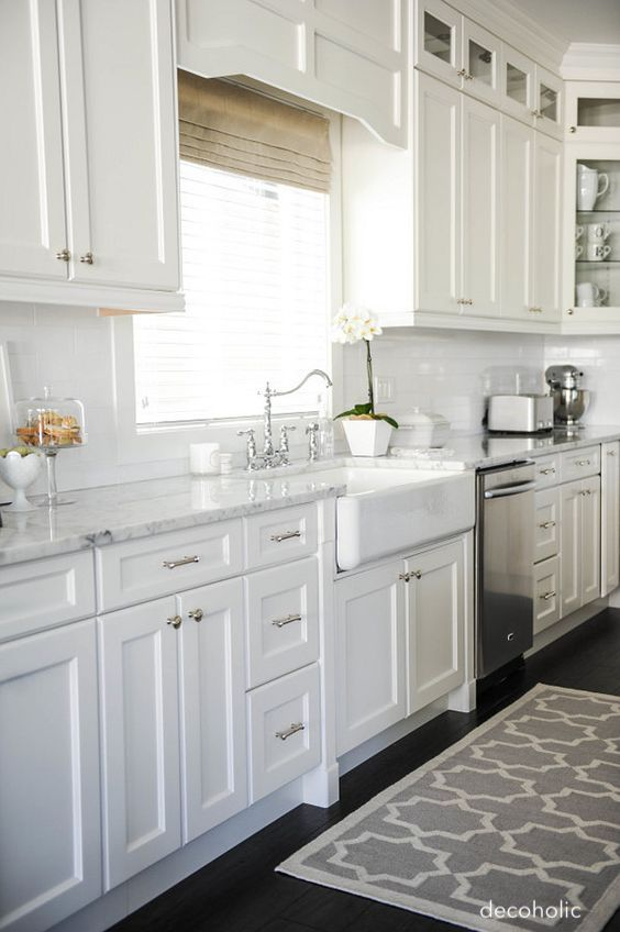 decoholic-white-shaker-mission-kitchen-farm-sink-marble-countertops