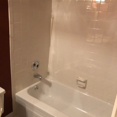 laurelbledsoedesign-beforeandafterbathroommakeover-tub-white-tile
