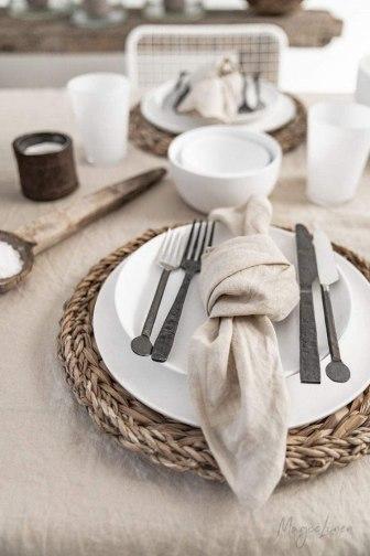 summer table-linennapkins-whitedishes