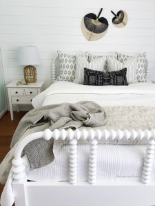 https://theheartandhaven.com/2018/09/17/coastal-bedroom/
