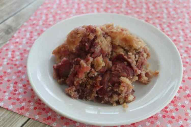 Slow cooker strawberry Cobbler