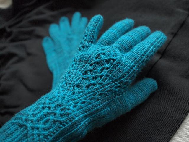 Meisli Gloves by Julia Mueller