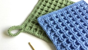 Crochet pattern for a Waffle Stitch Dishcloth with optional hanging loop