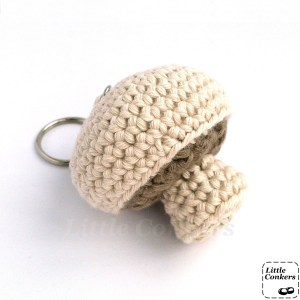Crocheted mushroom keychain in organic cotton