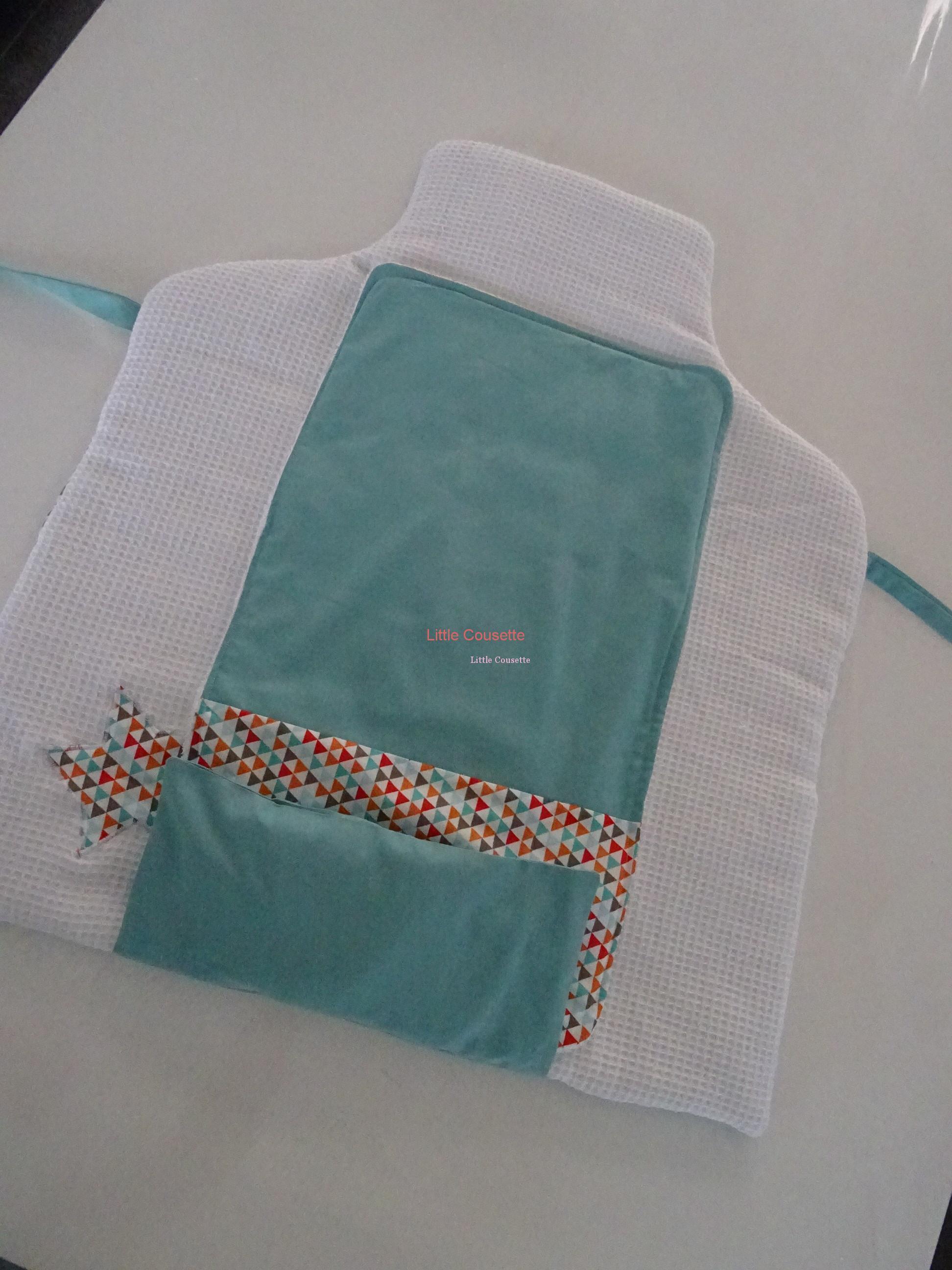 matelas a langer pliable avec pochette de rangement zippee personnalise au prenom de bebe