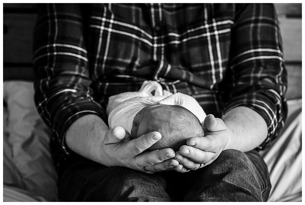 Lifestyle newborn photos by Bellingham newborn photographer Renee Bergeron of Little Earthling Photography.