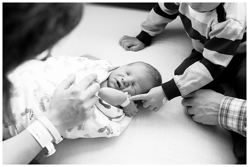 Family bonding with new baby during fresh 48 session at St. Joseph's Hospital. Photo by Little Earthliing Photography.