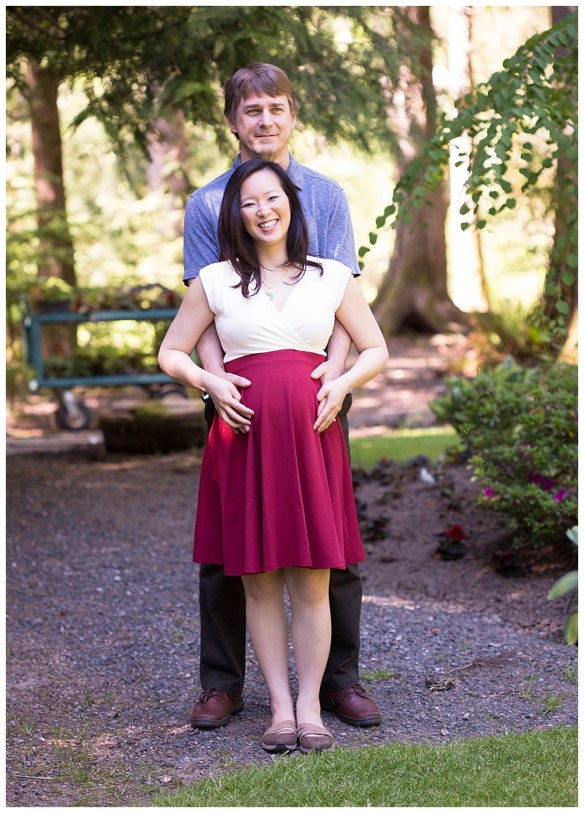 Glen Echo Garden is a beautiful backdrop for maternity pictures.