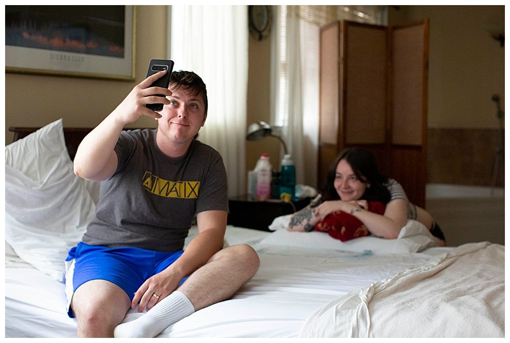 Dad takes selfie during wife's labor. Bellingham birth center birth photography.