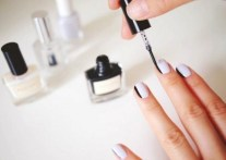 side-french-manicure-blanco-y-negro