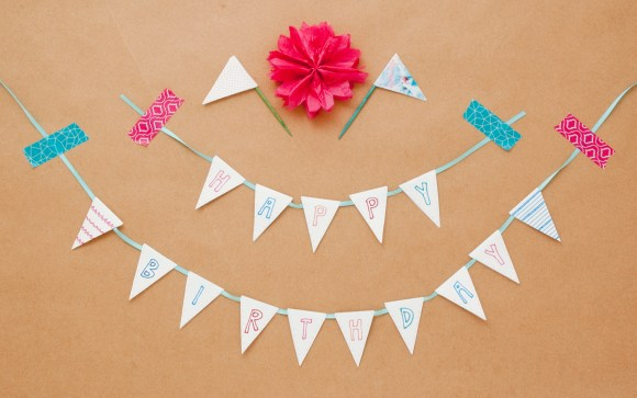 20 pages of printable gift wrap, bunting, and tag goodness! Love it!
