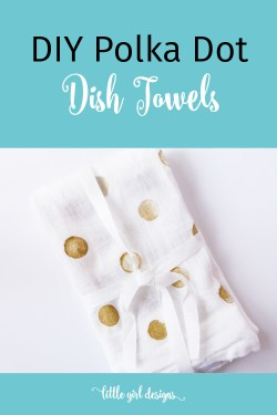 These flour sack dish towels are so easy to make! I'm going to make a set and use them to wrap up mason jar gifts for Christmas this year. Love this!
