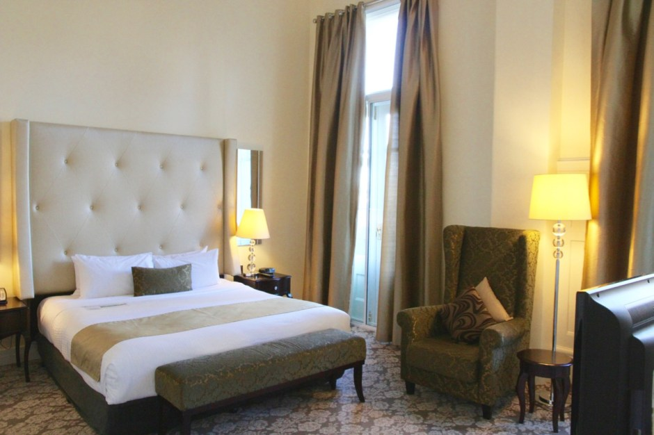 Hotel Rendezvous bedroom Melbourne Travel Blog