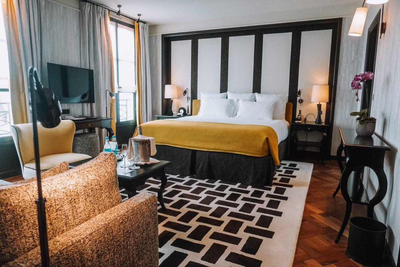 Where to stay in Paris- Hotel Pavillon de la Reine - 31