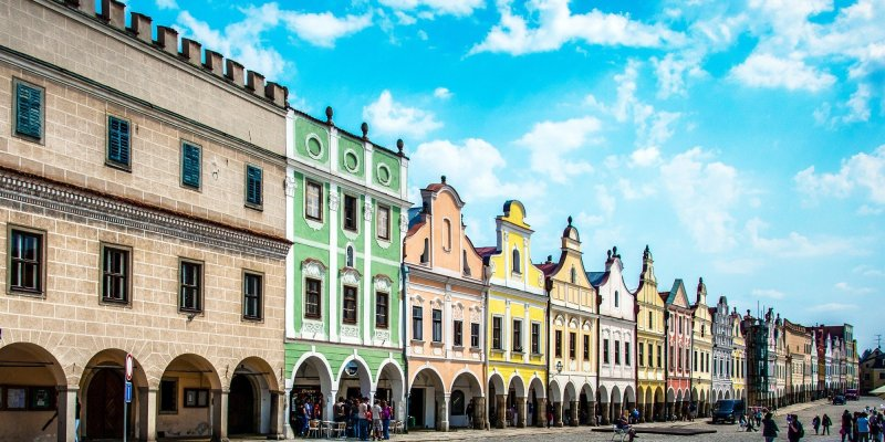 Czech Republic is filled with gorgeous castle towns, medieval villages, and breathtaking natural landscapes. Visit them in this road trip itinerary from Prague to Vienna!